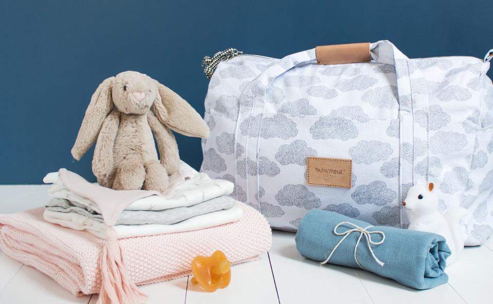 comment pr parer sa valise pour la maternit petit sixieme. Black Bedroom Furniture Sets. Home Design Ideas